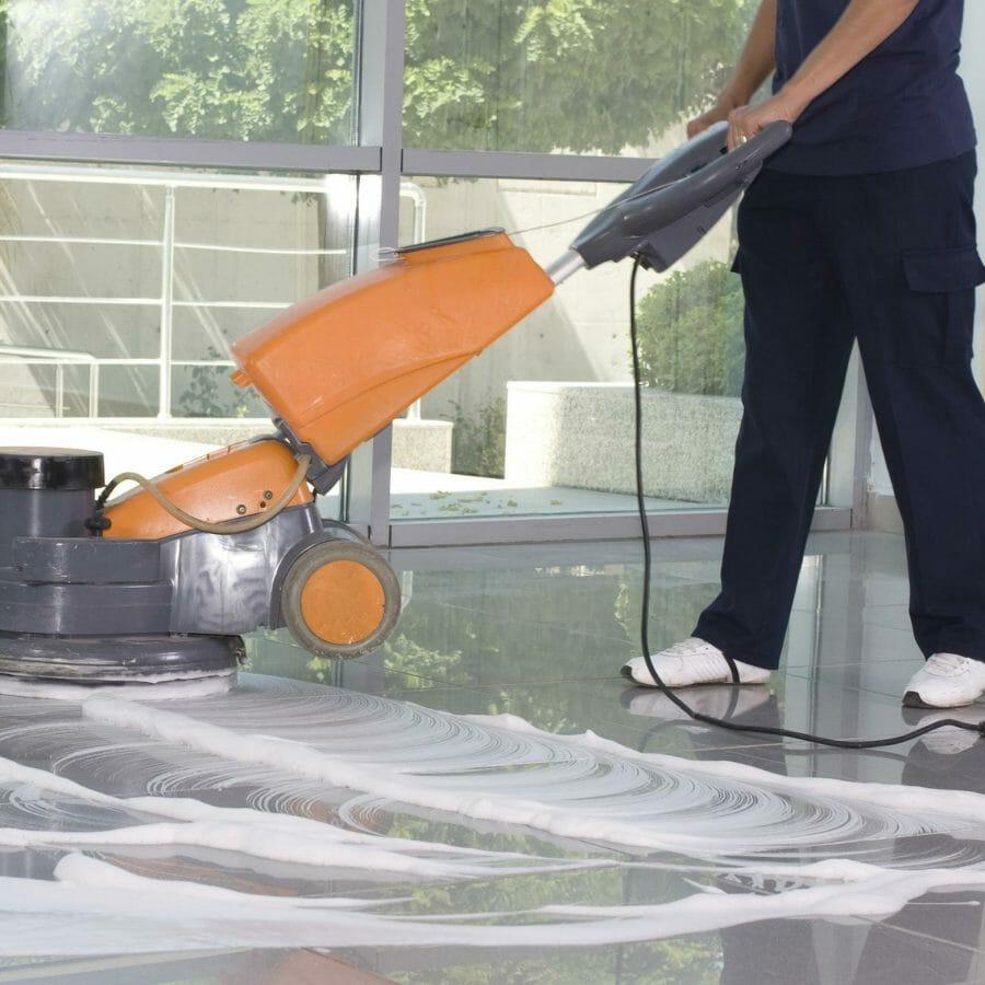 Reinigung Boden mit Maschine
